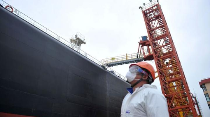 China's November U.S. oil imports near record, Saudi imports up 43% on month